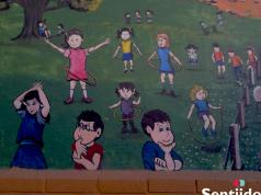Mural del Hogar Infantil del ICBF en Paipa: mientras los niños piensan, las niñas juegan.