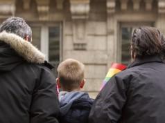 En la discusión sobre adopción de menores por parte de parejas del mismo sexo, lo que está en juego es el derecho de miles de menores a tener una familia, no las creencias religiosas de cada quien. Foto: Yuji_in_Paris.