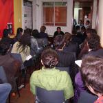 Además de ser un punto de encuentro de personas y organizaciones LGBT, en el primer centro comunitario se llevaban a acabo diariamente charlas, talleres y foros. Foto: Colombia Diversa.