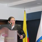 """María Mercedes Gómez, coordinadora para Latinoamérica y el Caribe de la International Gay and Lesbian Human Rights Commission durante su presentación en el seminario """"aproximación a los métodos de investigación de delitos contra personas LGBTI"""", organizado por la Fiscalía General de la Nación."""