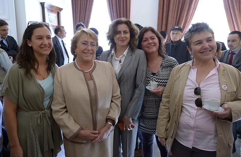 Imagen tomada durante la promulgación del Acuerdo de Unión Civil en Chile, iniciativa que beneficia tanto a parejas heterosexuales como del mismo sexo. Foto: Fundación Iguales.