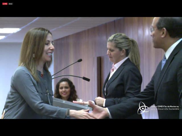 Recibiendo premio Cemex